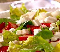 Strawberry-and-Mozzarella-Salad_al