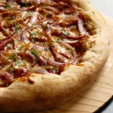 smoky-barbecue-chicken-pizza-2