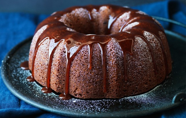 spiced-bundt-cake-with-apple-caramel-sauce-940x600