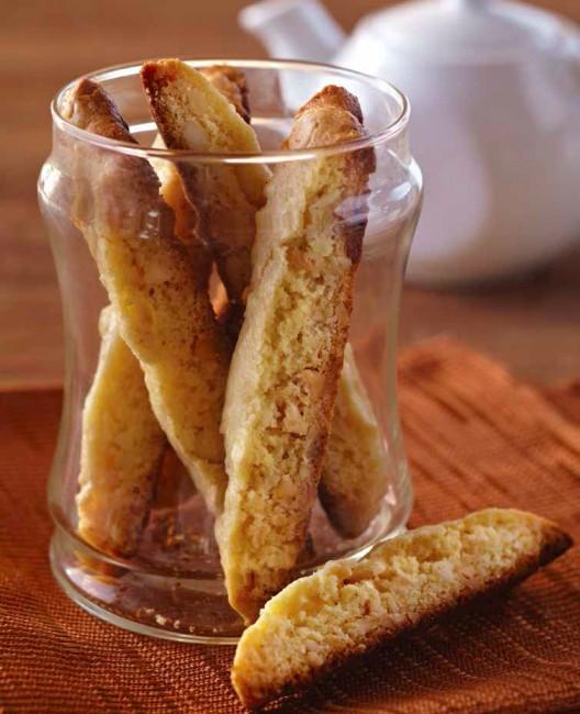 macadamia-biscotti